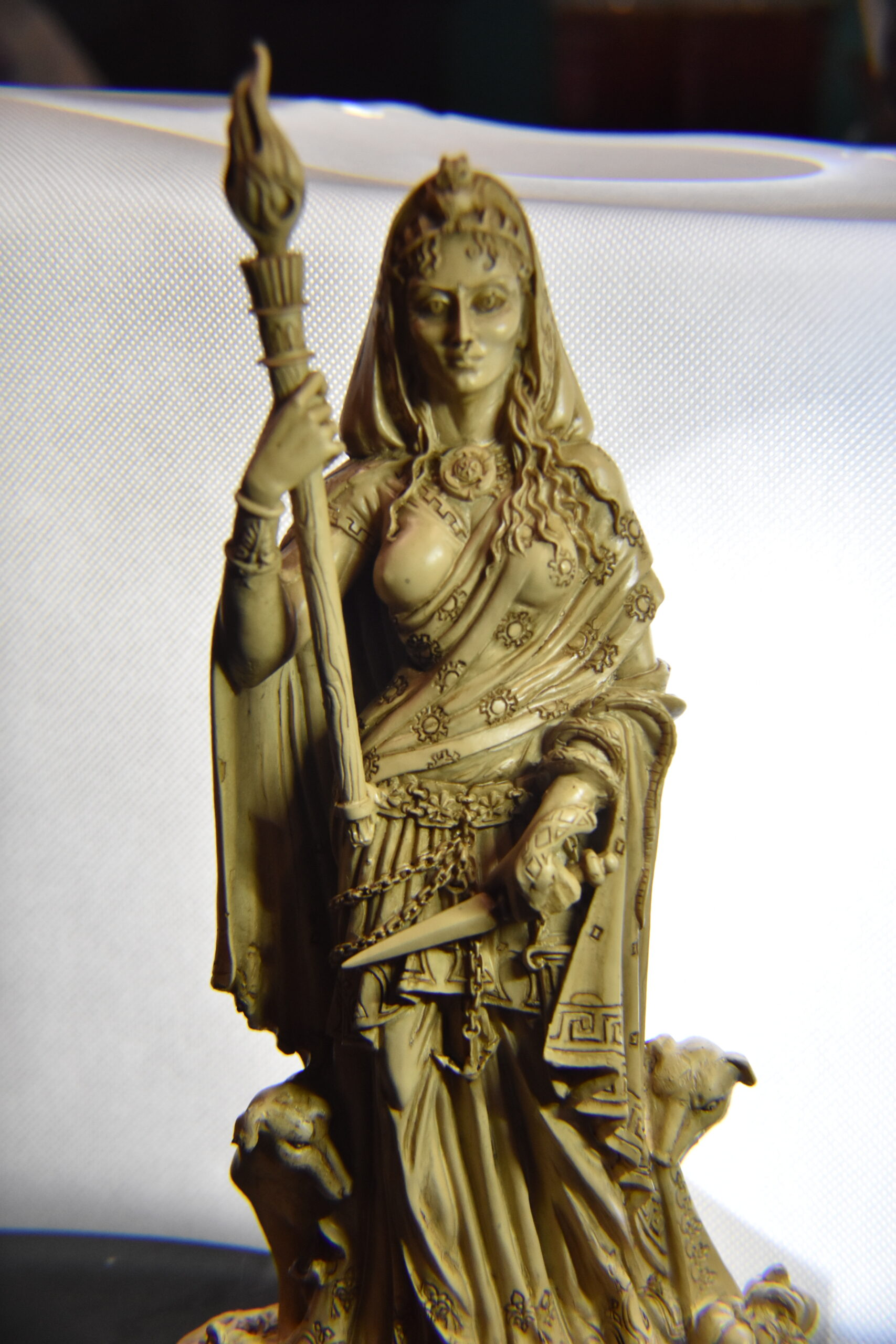"""Polyresin Hecate - 9.5"""""""